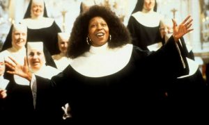 """Atenderam nossas orações! Whoopi Goldberg está de volta a """"Mudança de Hábito"""""""