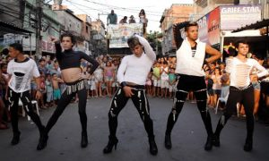 Canal Brasil mostra documentário sobre vida gay na favela