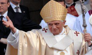 Papa Bento reafirma sua oposição ao casamento gay em livro
