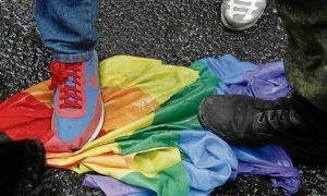 """Posts homofóbicos no Facebook """"não contrariam os padrões"""" segundo rede social"""