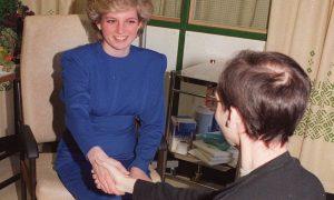 Como um aperto de mão da Princesa Diana marcou a luta contra a AIDS