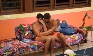 Leo Lacerda explica cena chorando no início de cada episódio do De Férias com o Ex