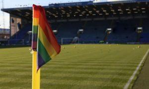 Casos de homofobia no futebol quase dobraram na última temporada