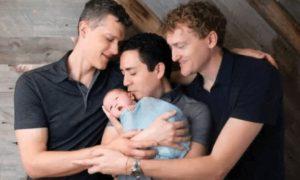 Trisal conquista direito de registrar os três na certidão de nascimento dos filhos
