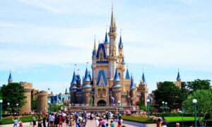 """Disney troca """"Senhoras e Senhores"""" por """"Bem-vindos todos"""""""