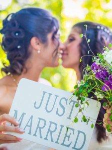 """""""Faço seu casamento gay de graça"""": Campanha bomba na web após recomendação da OAB"""
