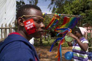 Uganda desiste da pena de morte para homossexuais