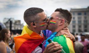 Mais de 100 paradas gay foram adiadas ou canceladas no mundo