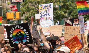 51 anos depois, polícia de Nova York ataca manifestantes LGBTI+