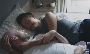 Comercial de camisinha mostra casal gay