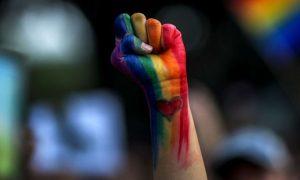 Todo gay deve ser militante?