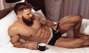 Conta do Instagram bomba mostrado homens sexy tomando café