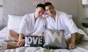 Hotel compartilha foto de casal gay em país que proíbe