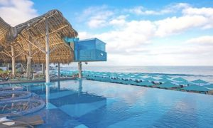 Beach club gay em Puerto Vallarta é multado por casal fazer sexo na piscina