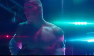 (Vídeo) Comercial de cueca quente mostra strip masculino
