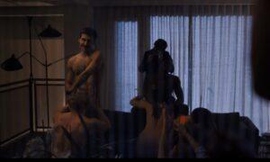 Nova série de Ryan Murphy sobre estilista mostra sexo, drama e glamour