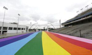 Bandeira do Orgulho LGBT no Sambódromo do Anhembi fica até dia 28/06