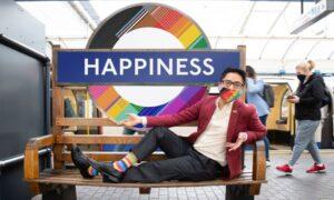 Placas LGBT no metrô de Londres celebram o orgulho